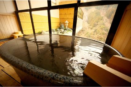 陶器の露天風呂客室